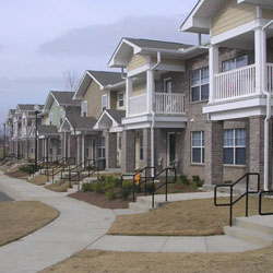perbandingan rumah di komplek perumahan dan perkampungan