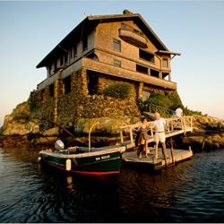 Rumah Batu di Danau atau Laut