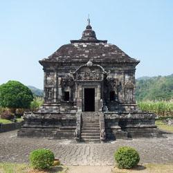 Perbedaan Utama Arsitektur Candi Hindu dan Budha