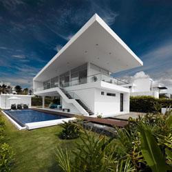 perbedaan desain atap gaya mediterania , tropis dan minimalis