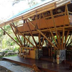 rumah bambu paling keren